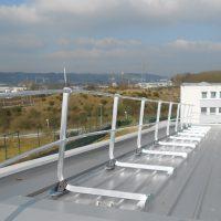 Geländer auf Blechdach
